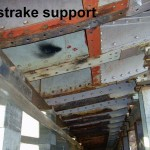 Not easy to see, but it shows the support structure carrying the weight of the hull through the B-strake rather than through the bar keel on the left