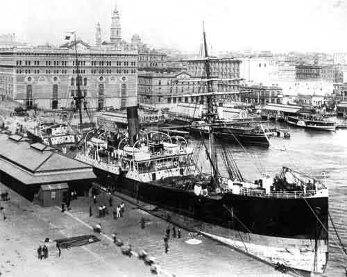 Ship-circ-quay